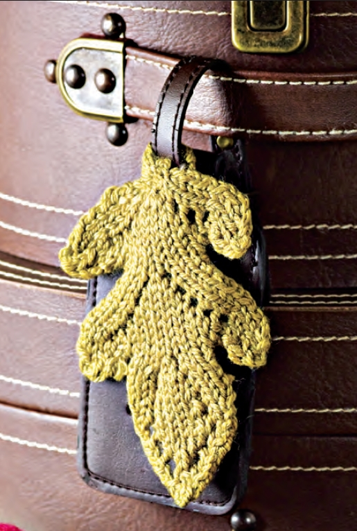 Knitting Terminology M1 : Traveling oak leaf luggage tag knit and style